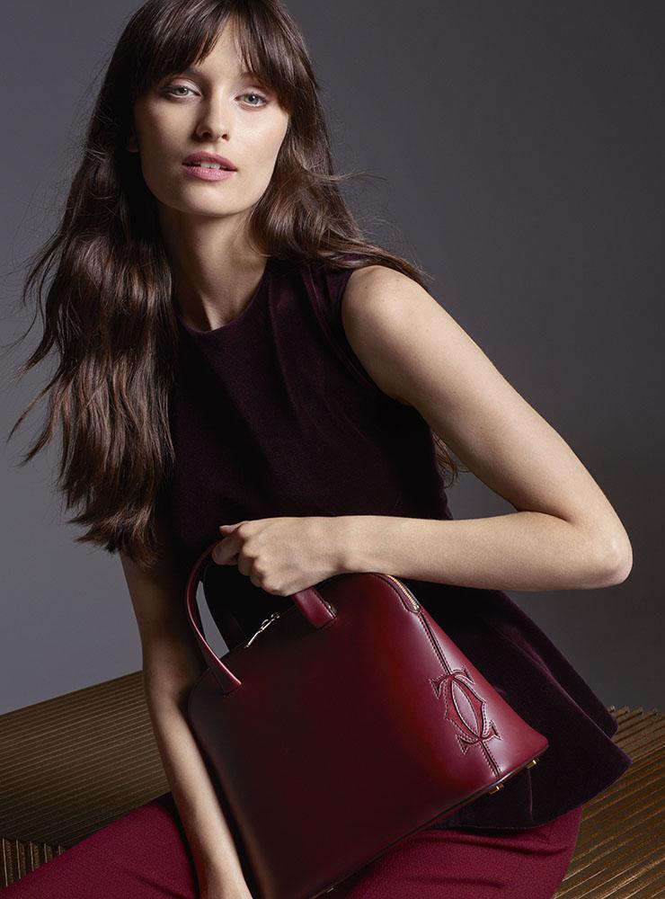 Cartier với gam màu đỏ burgundy đặc trưng