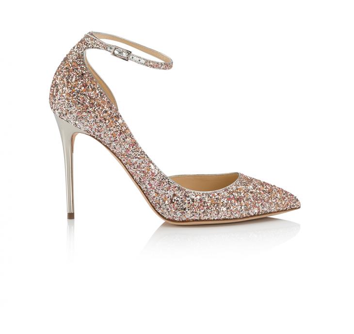 Giày cao gót mang lại sang trọng với những chi tiết lấp lánh