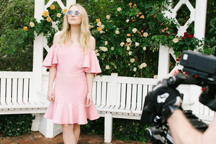 Những shoot hình hoàn hảo nhờ vào sự phối hợp ăn ý từ nhiếp ảnh gia và Dakota