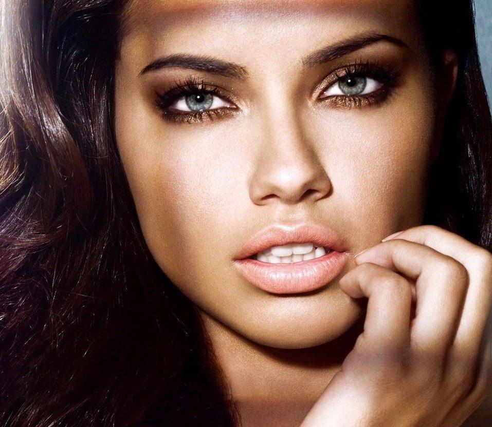 Thiên thần Victoria's Secret Adriana Lima