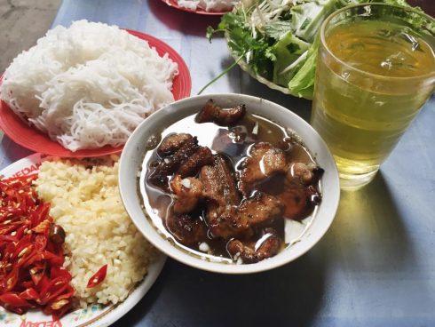 Ăn Cả Thế Giới với 20 quán ăn ngon ở Hà Nội nổi tiếng chục năm qua - ảnh 1