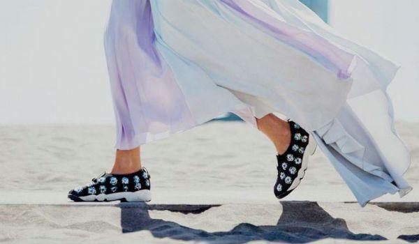 Sneakers dinh da nang tam trang phuc cua ban