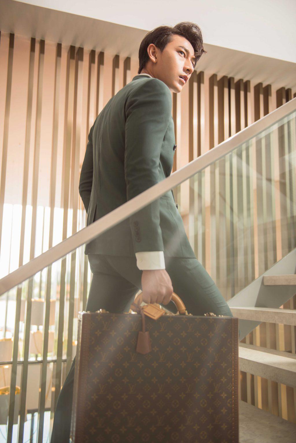 Trang phục và vali Louis Vuitton