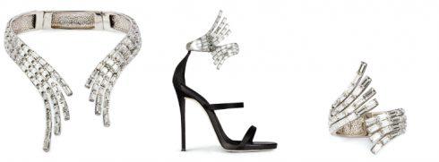 Đôi sandal cao gót làm từ vải phi mờ, điểm nhấn là khuy cài lấp lánh và mang hình dáng như một chiếc vòng cổ và vòng tay vô cùng tinh xảo.