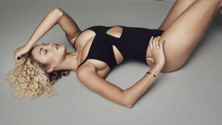 Khloé Kardashian tung dòng áo bodysuits nóng bỏng