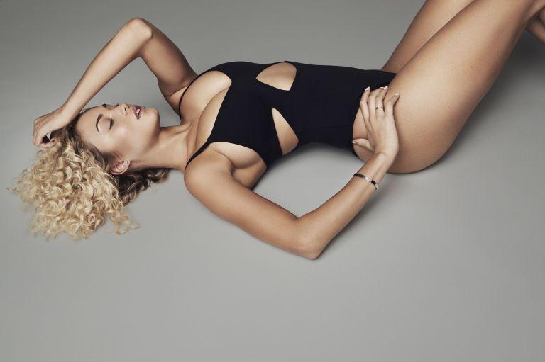 "BST bodysuits ""Good Body"" của Khloé Kardashian"