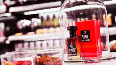 Hương nước hoa nữ nốt xạ hương và muối thô