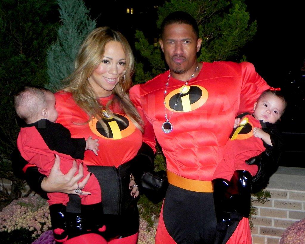Tại bữa tiệc mừng đầy tháng, hai thiên thần nhỏ đã được bố mẹ diện bộ trang phục phỏng theo bộ phim hoạt hình Gia đình siêu nhân.