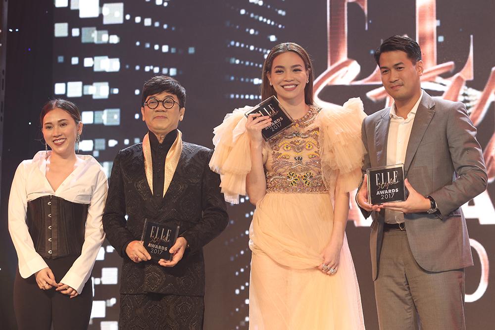 Chị Đồng Thuỷ Tiên - Giám đốc kinh doanh Tạp chí Phái đẹp ELLE trao giải cho 3 gương mặt có phong cách thời trang ấn tượng nhất tại thảm đỏ lễ trao giải ELLE Style Awards 2017.