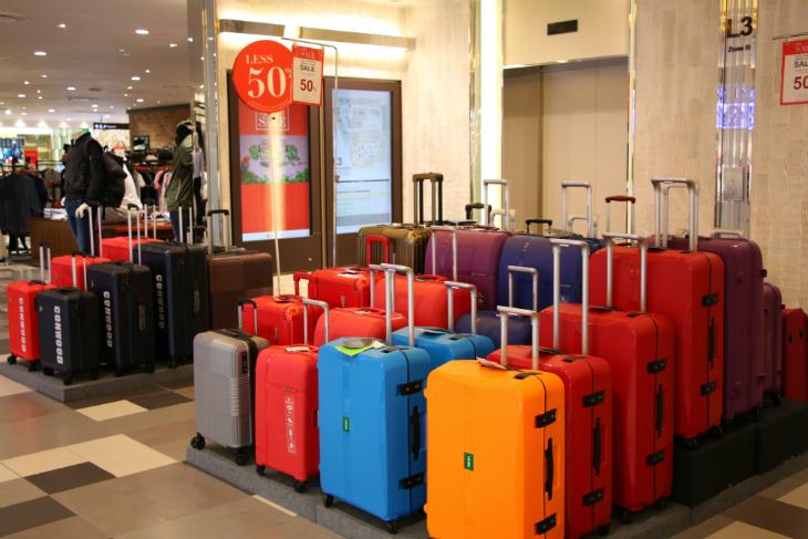 Các thương hiệu phụ kiện, đồng hồ, vali và túi xách tham gia giảm đến 50%