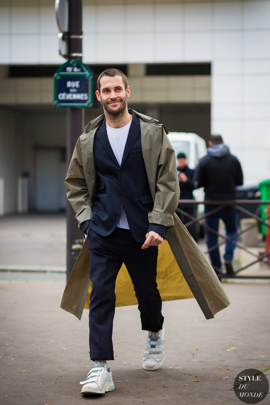 Chi c v y 3000 c l m t nh ng chi c m c i elle vi t nam - Simon porte jacquemus gay ...