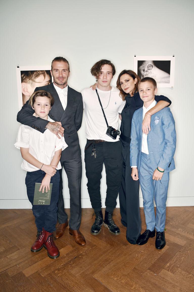 Beckham và vợ cùng với 4 cậu con trai lớn
