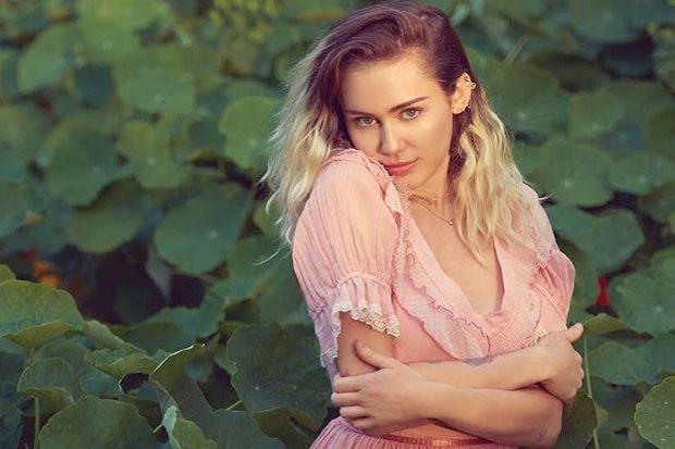 Miley Cyrus trong bài hát mới nhất mang tên Malibu
