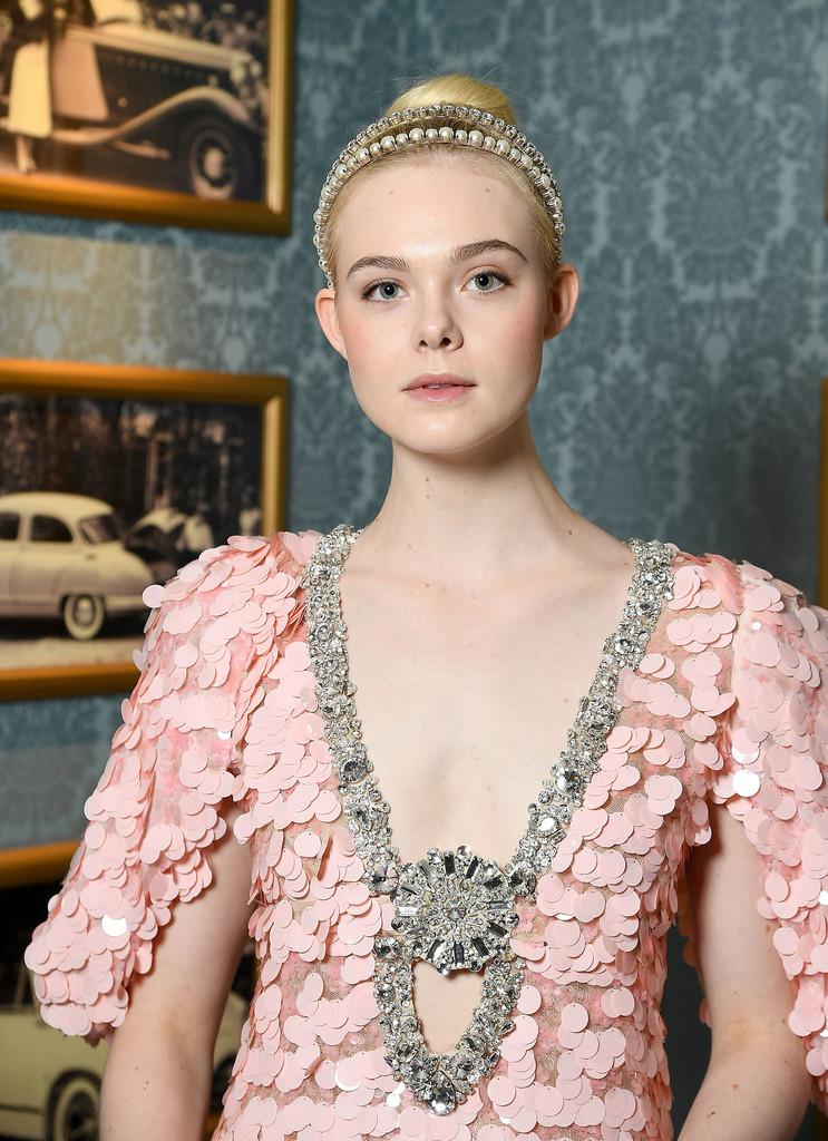 phong cach thoi trang haute couture 2018 - elle fanning - elle vietnam 2