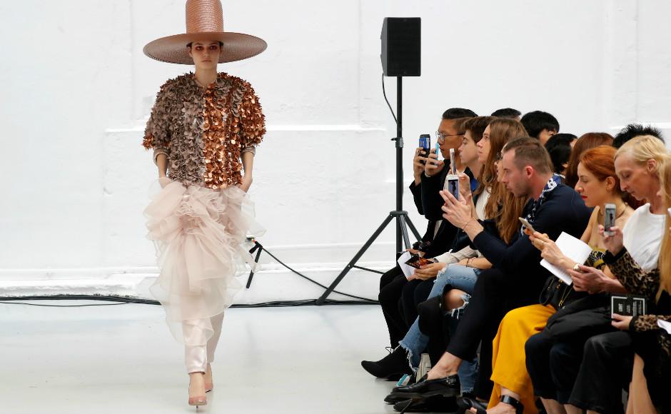 Thiết kế ấn tượng mở đầu BST của Xuan tại Paris Haute Couture lần này