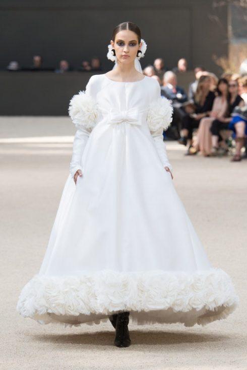 Chanel tạo nên chiếc váy cưới hoàn hảo của thế klir 20 tại Paris Couture 2017