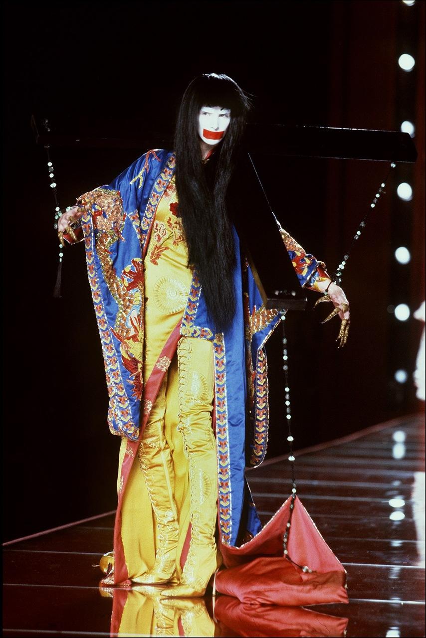Show Couture Thu-Đông 2000-2001 của Christian Dior