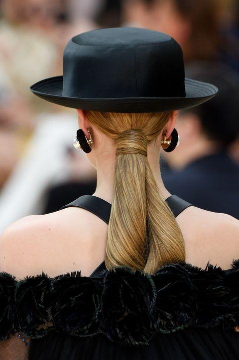 Tóc đuôi ngựa duyên dáng