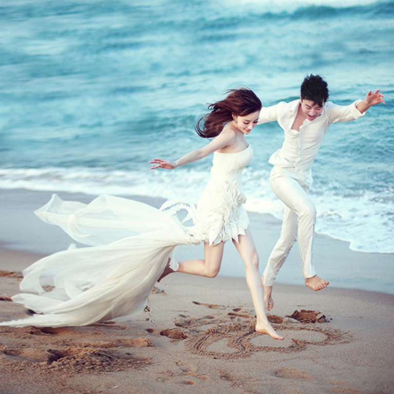 Hình cưới hạnh phúc của Lý Tiểu Lộ và Giả Nãi Lượng