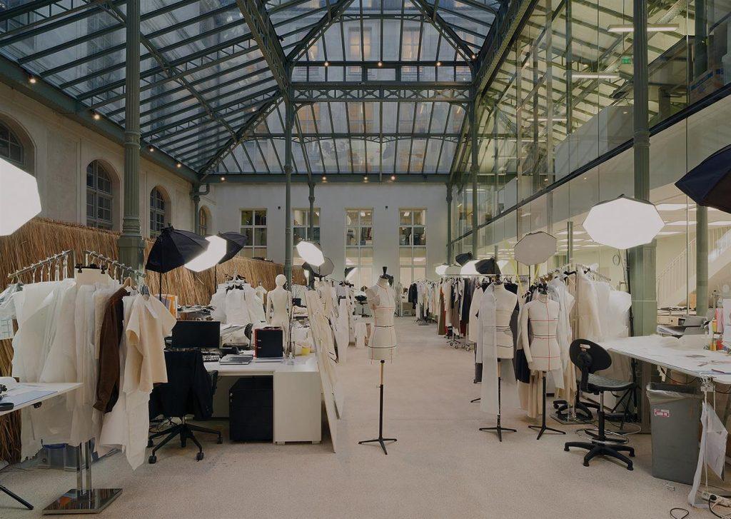 Xưởng may điển hình của nhà Haute Couture
