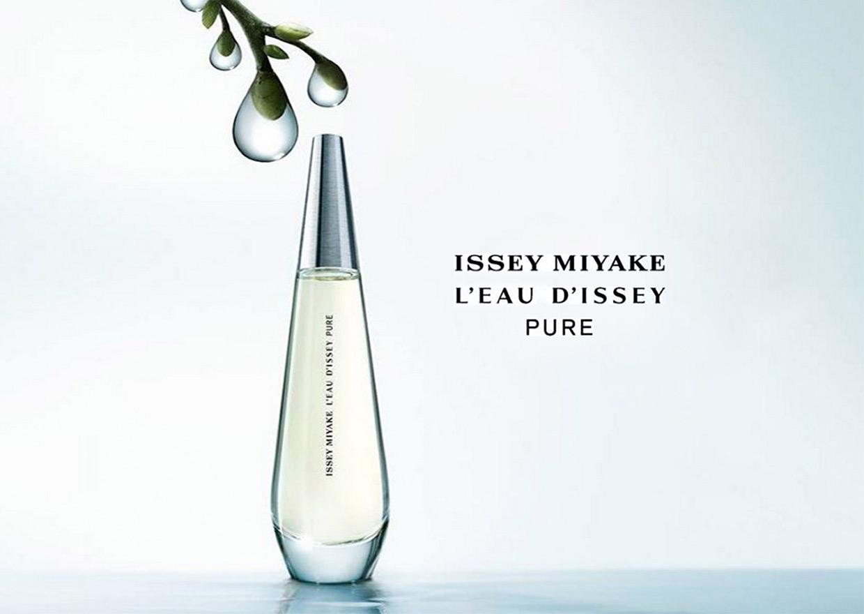 Tôi yêu những giọt hương mới của Issey Miyake L'eau D'Issey tên là Pure quá.