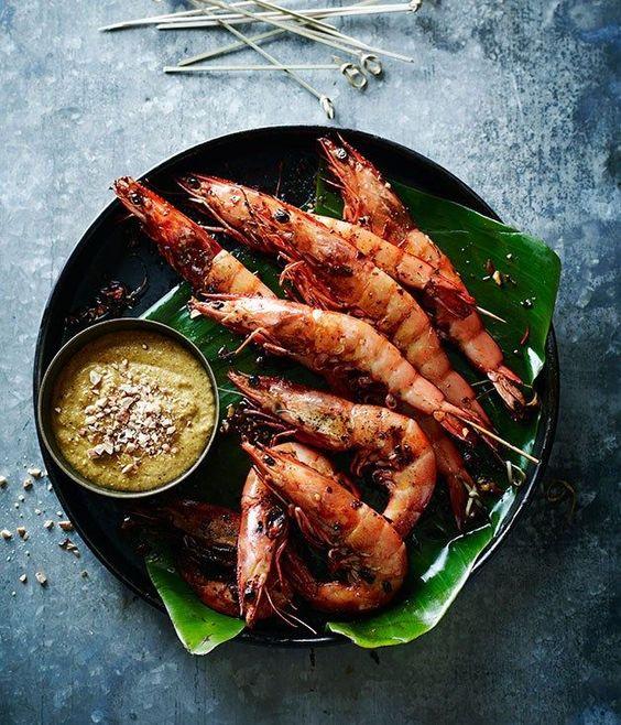 tránh ăn hải sản và rau muống