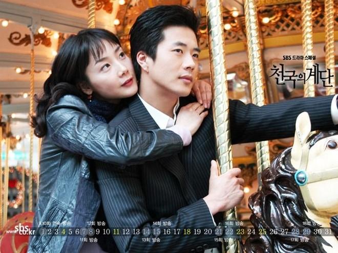 Là một trong những bộ phim truyền hình thành công nhất với tỷ lệ người xem trung bình lên tới 39% và tập cuối cùng là 45%, Nấc thang lên thiên đường (năm 2004) trở thành bộ phim tuổi thơ đối với khán giả thế hệ 8X, 9X không chỉ ở Hàn Quốc mà còn ở một số nước lân cận trong số đó có Việt Nam.