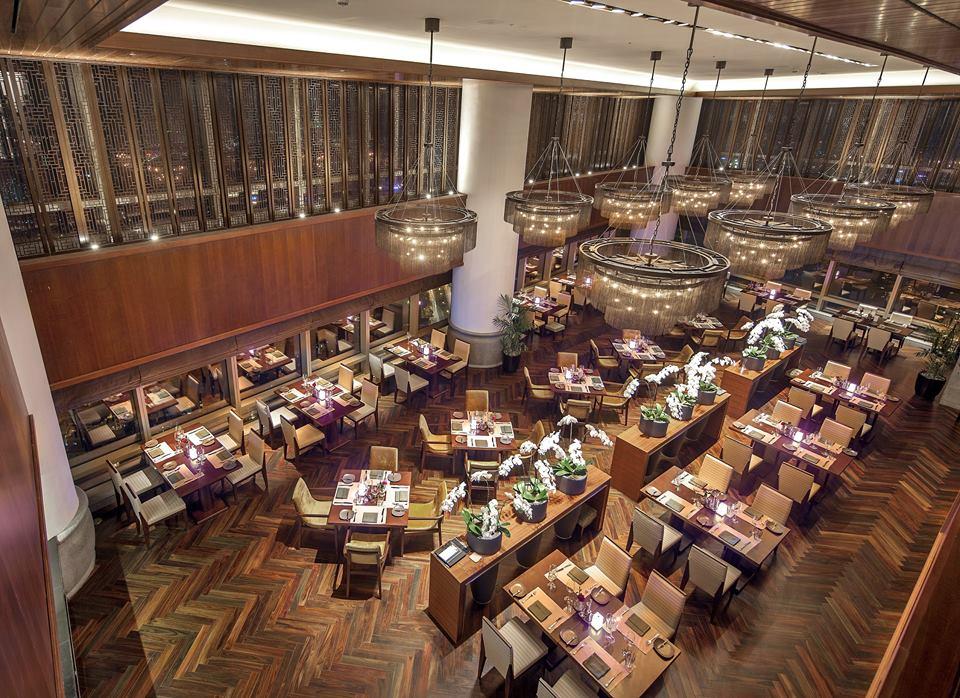 Nhà hàng Grill 63 mang phong cách châu Âu sang trọng và ấm cúng.