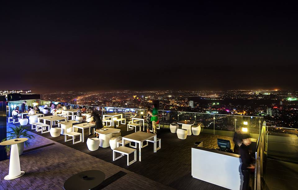 The Lounge Sky là khu vực lounge phục vụ café, đồ uống không cồn và bánh ngọt.