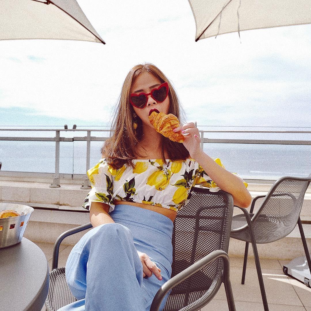 """Bên cạnh đó, cô còn là nhà tư vấn thời trang của thương hiệu Topshop Thái Lan và sở hữu một bộ sưu tập của riêng mình mang tên """"P's Material""""."""