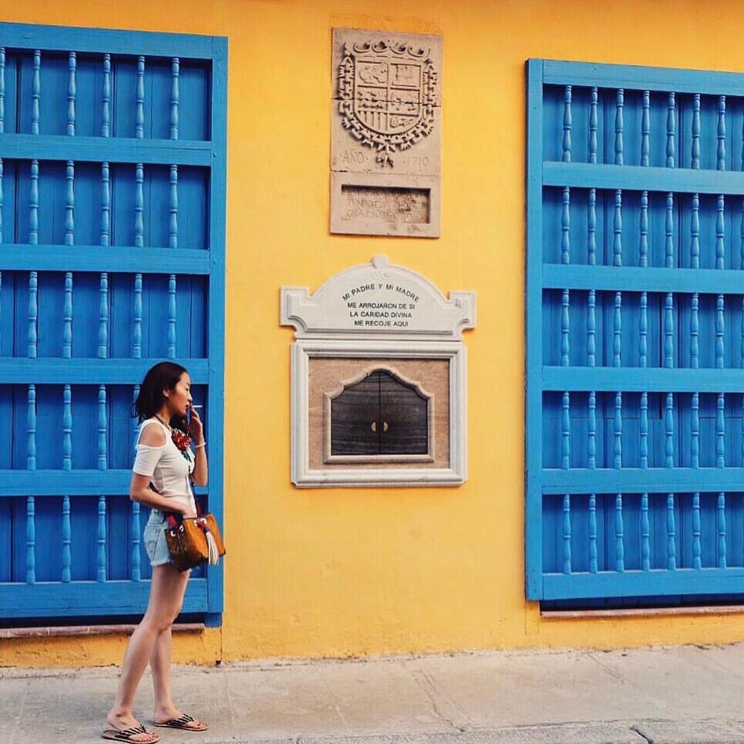 Vừa là nhà thiết kế, fashion blogger, nhà tư vấn thời trang, cô hiện đang phát triển sự nghiệp của mình là stylist chính của ELLE Thái Lan từ năm 2004.