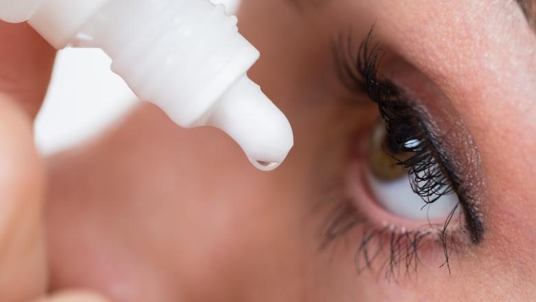 Hàng tá các vấn đề về mắt có thể xảy ra khi bạn lạm dụng việc trang điểm mắt