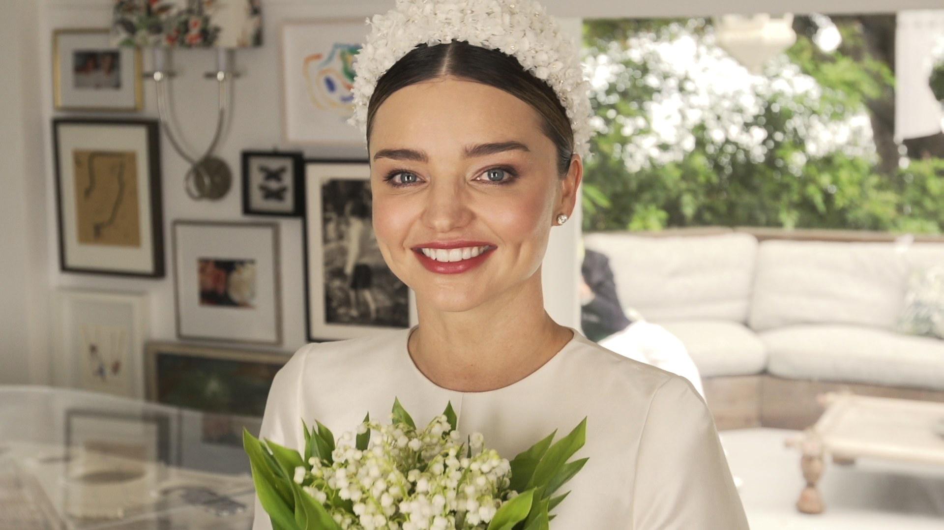 Miranda Kerr hướng dẫn trang điểm trong ngày cưới