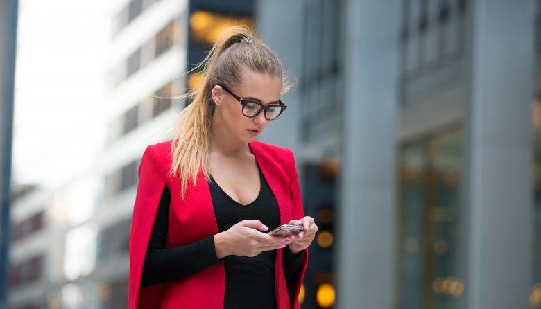 Thói quen lạm dụng điện thoại của người trẻ