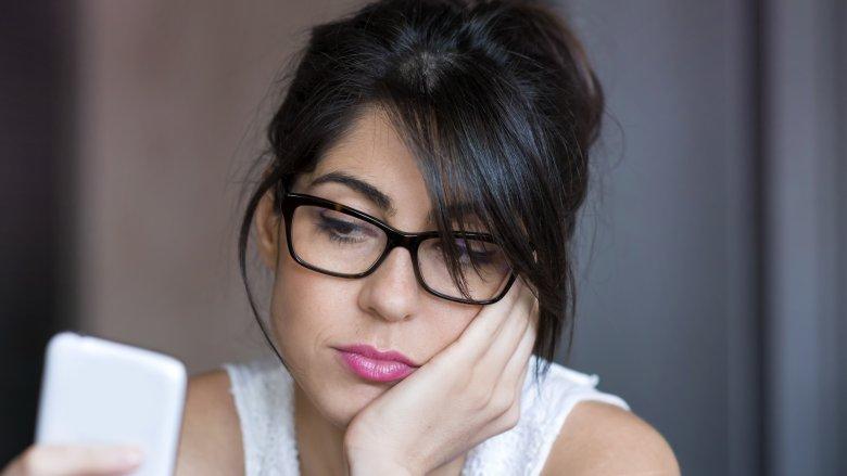 nghiện điện thoại có thể ảnh hưởng tiêu cực đến lòng tự trọng của mỗi người