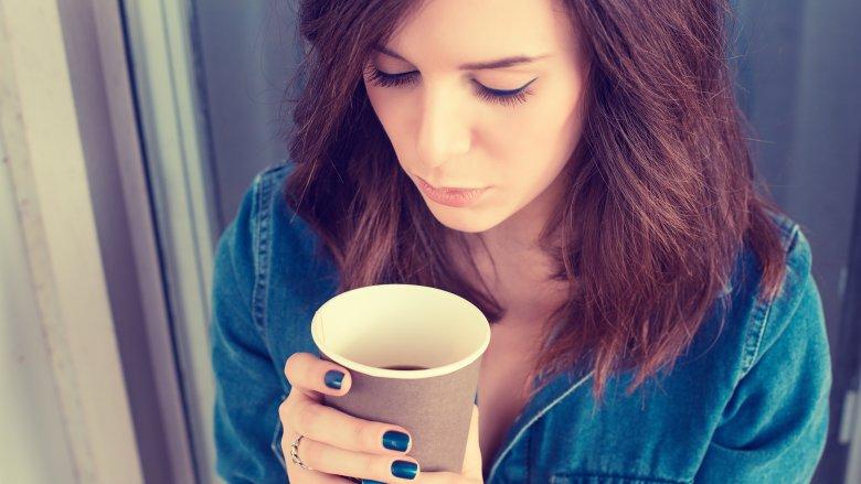 Cơ thể thường trở nên hưng phấn và nhịp tim đập nhanh hơn bình thường khi bạn uống cafe