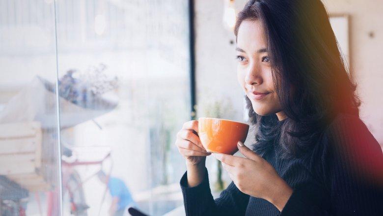 Khi cơ thể hấp thụ caffein, chúng sẽ khiến cho não bạn ghi nhớ mọi thứ nhanh và lâu hơn. Ít nhất là 24 tiếng sau khi bạn thưởng thức ly cafe của mình.