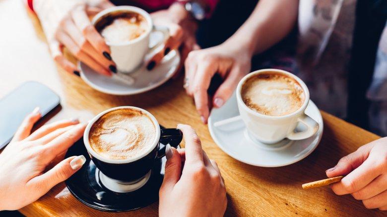 Uống cafe một cách chậm rãi hoặc là đừng gọi cafe vào ngày đầu hẹn hò nhé.