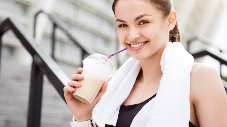 Thưởng thức một ly cafe trước khi luyện tập có thể khiến việc luyện tập của bạn hiệu quả hơn, từ đó khiến bạn luyện tập điều độ hơn
