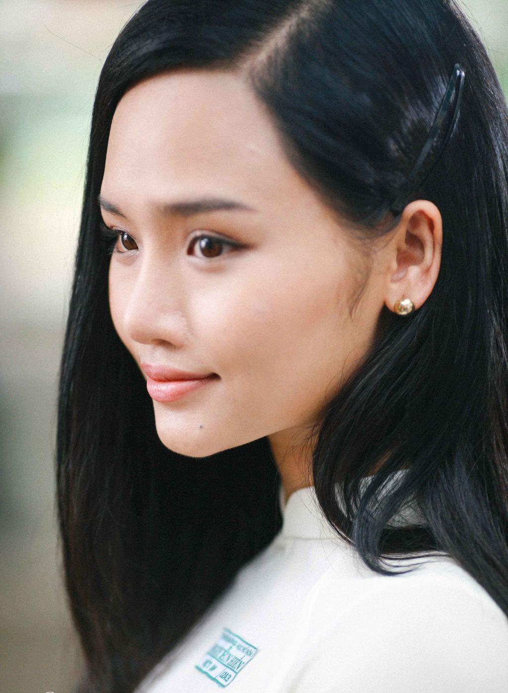 Nữ diễn viên Miu Lê trong tạo hình nhân vật nữ sinh của những năm 90 gây nhiều tranh cãi.