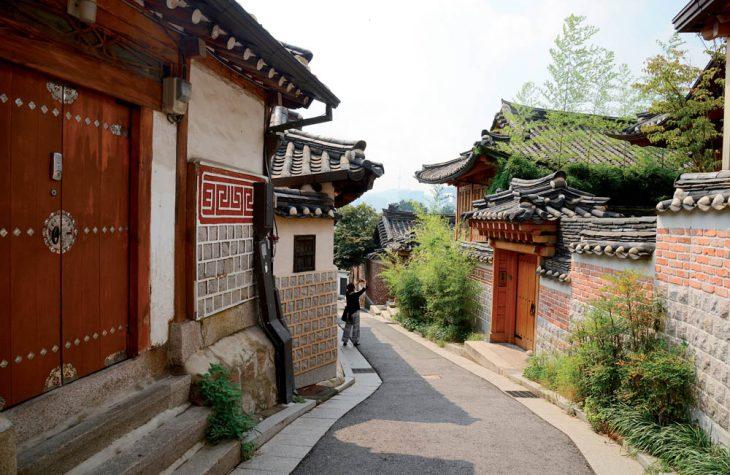 Du lich Han Quoc Thong dong o lang co Bukchon Hanok 3