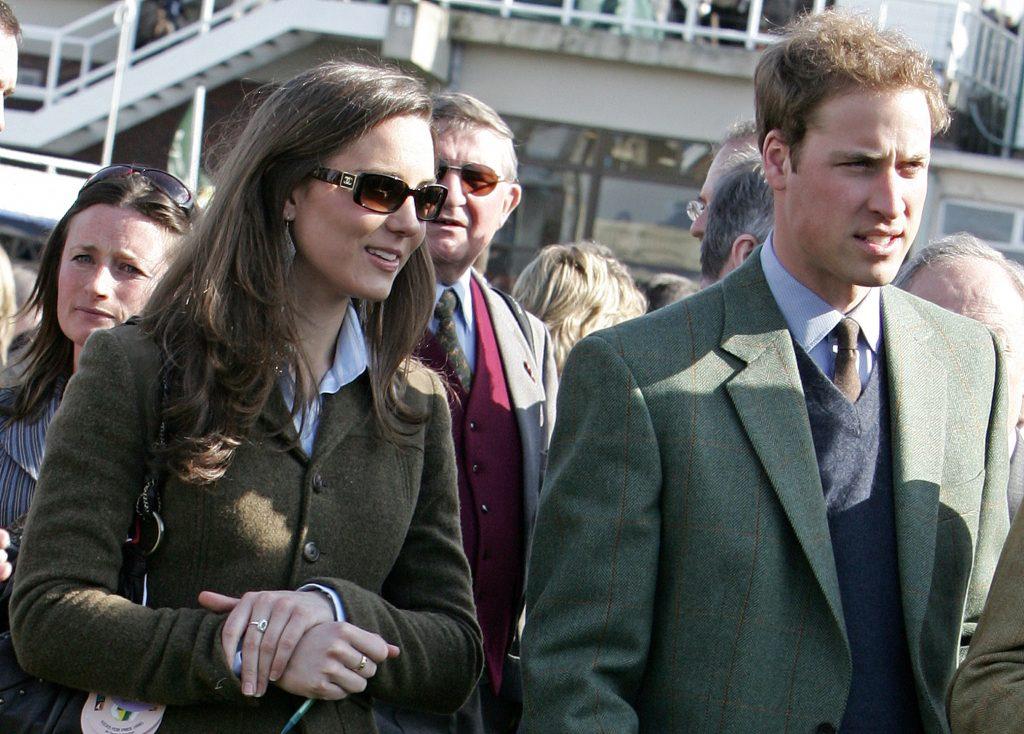 """Hình ảnh cuối cùng của cặp đôi ở trường đua ngựa Cheltenham trước khi """"đường ai nấy đi"""" vào năm 2007."""
