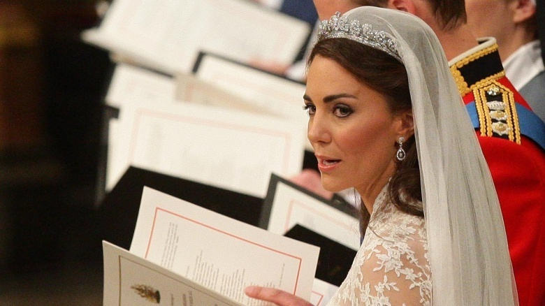 Kate thích tự lựa chọn trang phục cho mình. Cô thậm chí còn tự makeup và làm tóc vào ngày cưới.