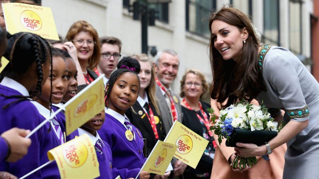 Trong mắt thần dân nước Anh, cô như một người bạn hàng xóm đáng yêu với lòng trắc ẩn và nụ cười thân thiện thường trực lên môi.