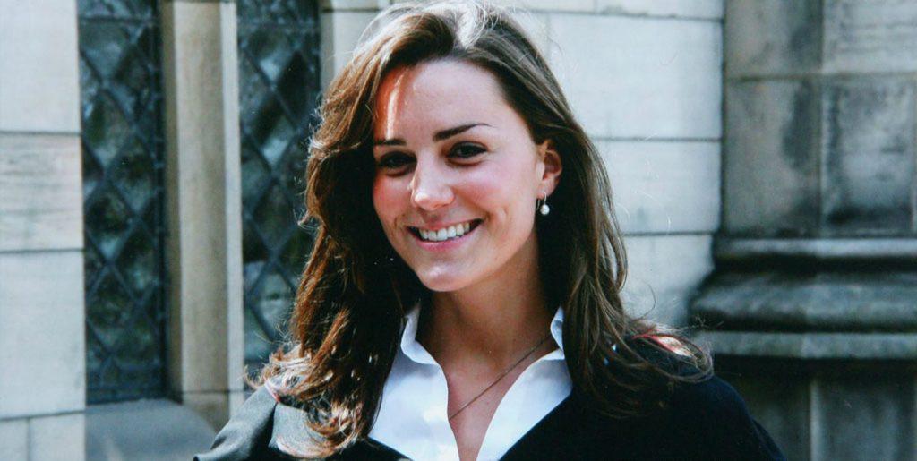 Kate rặng rỡ trong lễ tốt nghiệp vào năm 2005