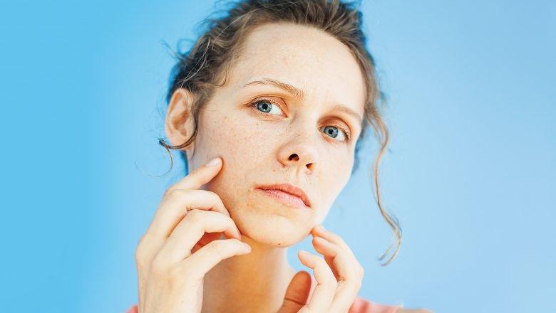 Làn da nhiều cặn bẩn là môi trường thuận lợi cho những gốc tự do phá hủy các tế bào da, khiến hiện tượng lão hóa sớm nhanh chóng diễn ra