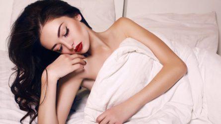 Không tẩy trang trước khi ngủ là sai lầm nguy hiểm nhất!