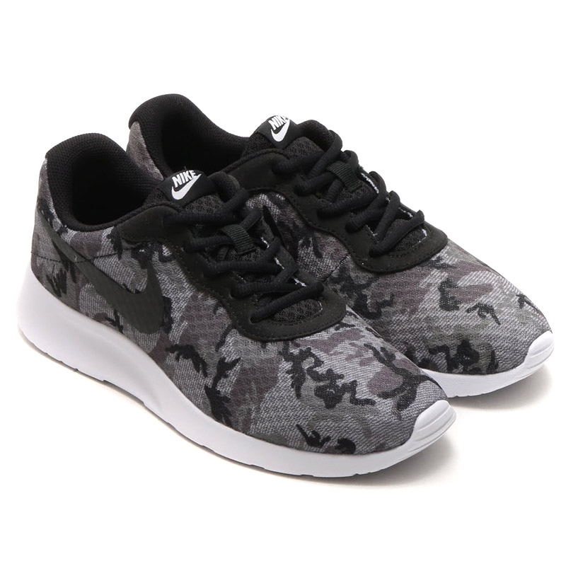 Đôi giày Nike trẻ trung có giá 2,164,000VNĐ, giảm 30% chỉ còn 1,499,000.