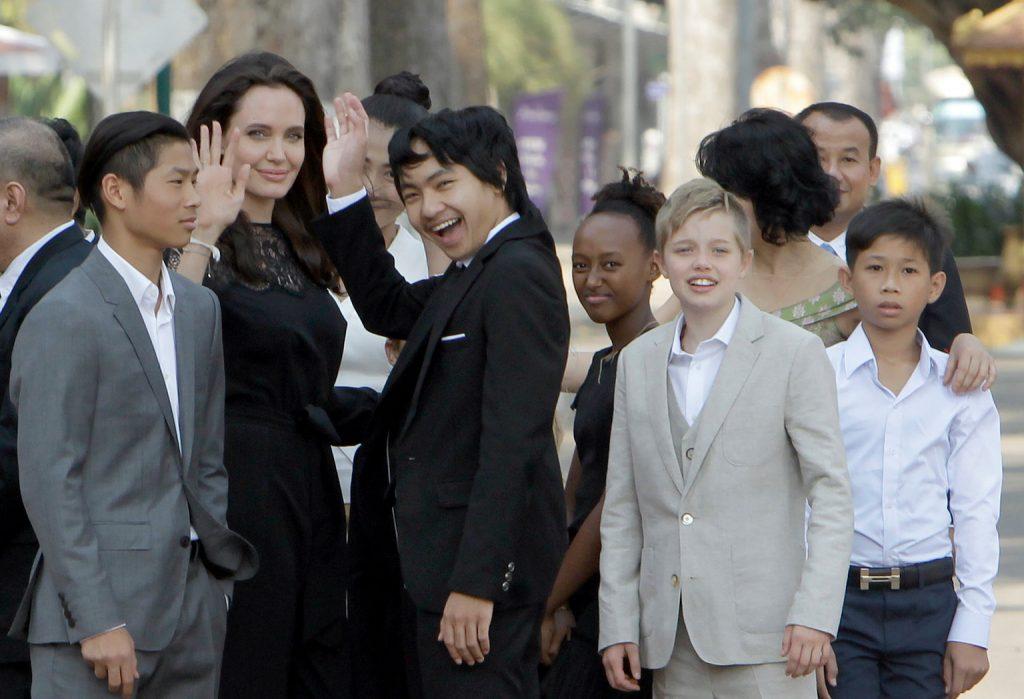 Angelina Jolie và những đứa con