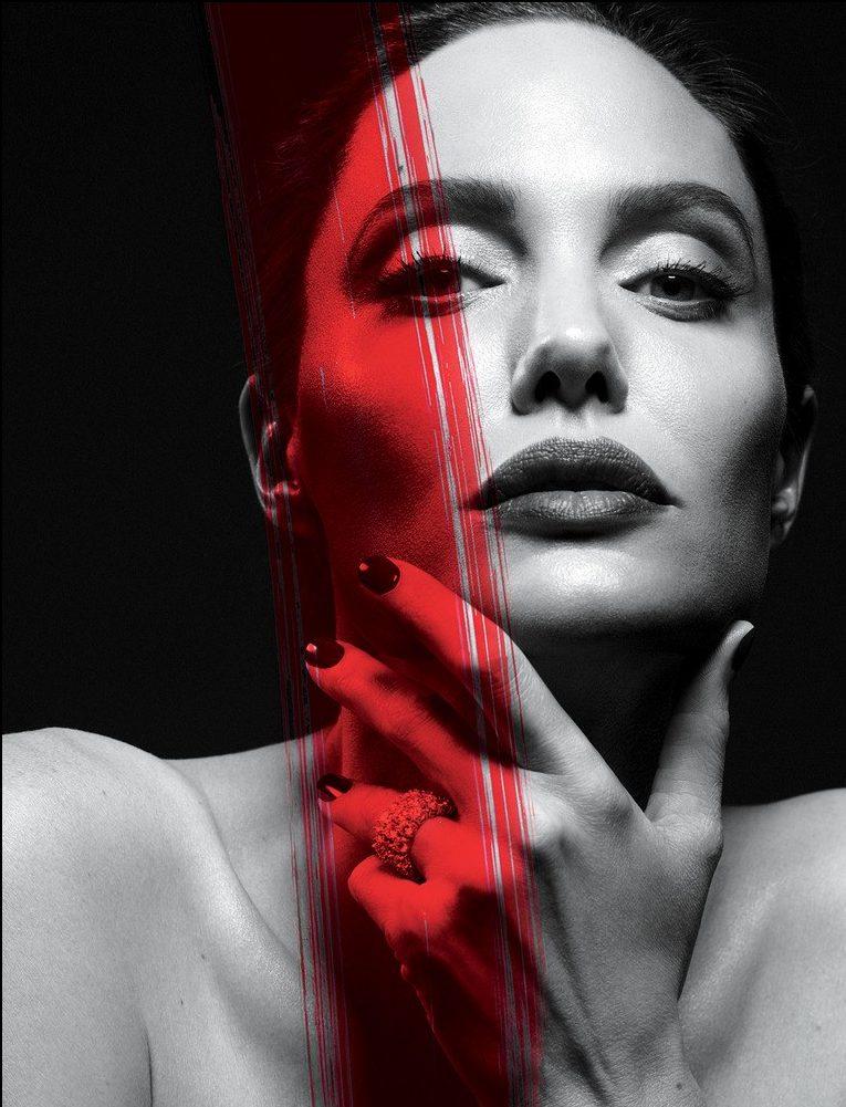 Angelina Jolie đang mắc bệnh liệt nữa cơ mặt